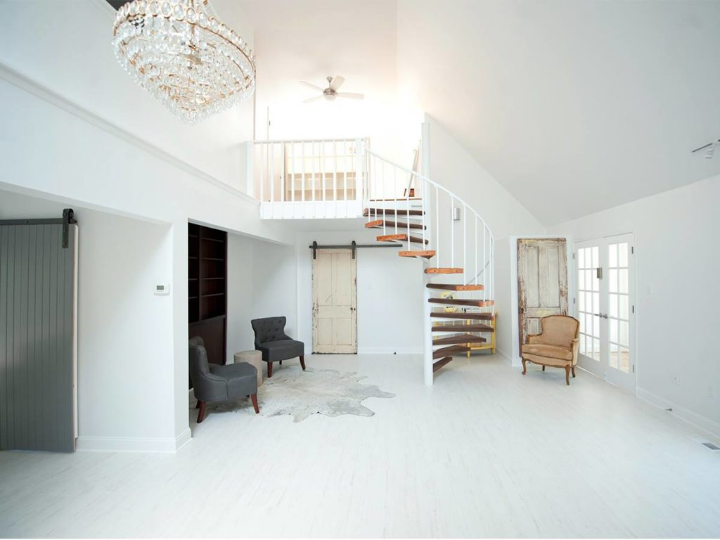 Yellowhale photo studio with white laminate flooring
