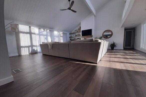 neutral vinyl plank flooring