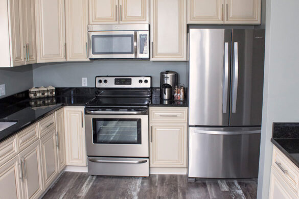 Neutral Kitchen With Whitewashed Gray Laminate Flooring bl-000560