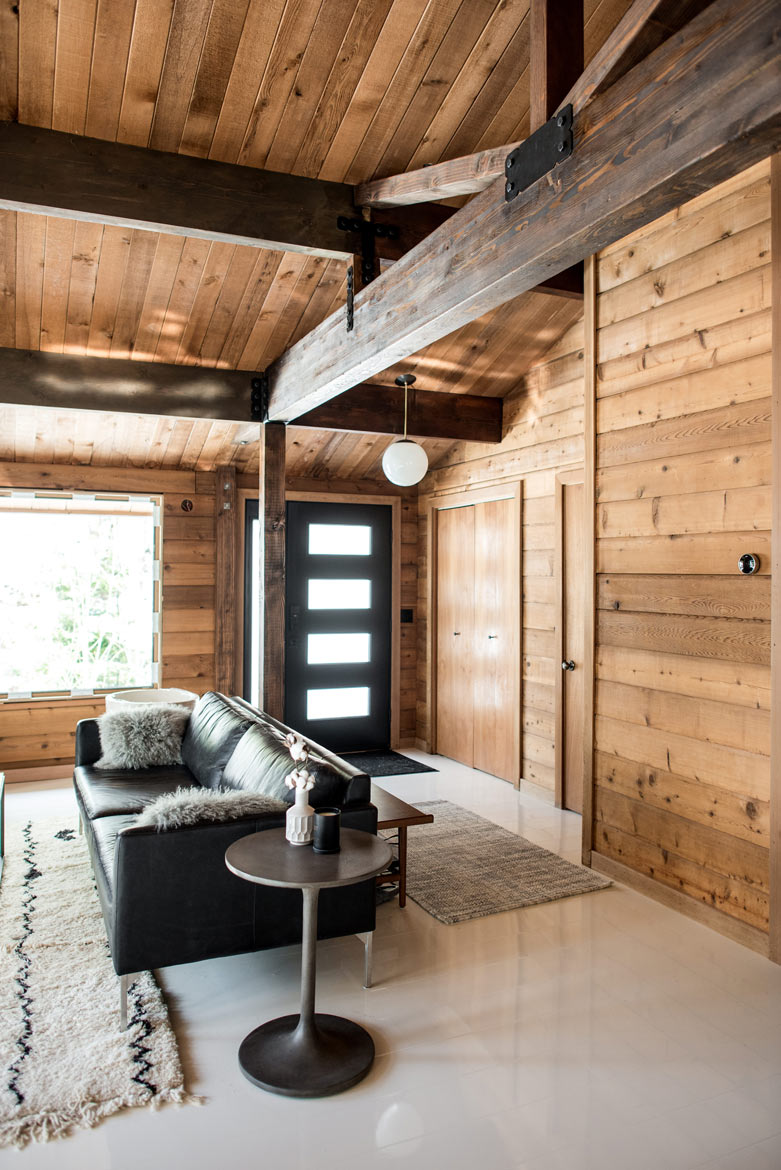 Mid-Century Modern Cabin Entry Way With White Gloss Laminate Flooring