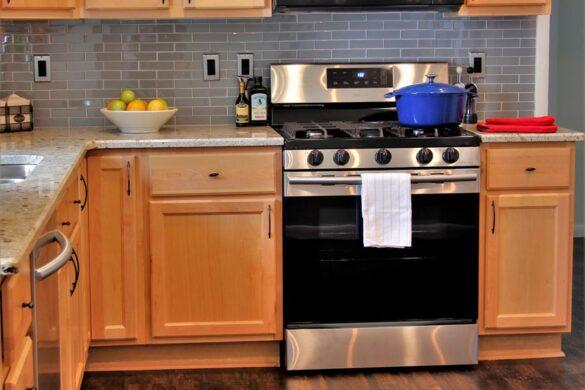 Traditional Kitchen With PRO Plus Biscayne Oak Vinyl Flooring bl-000488