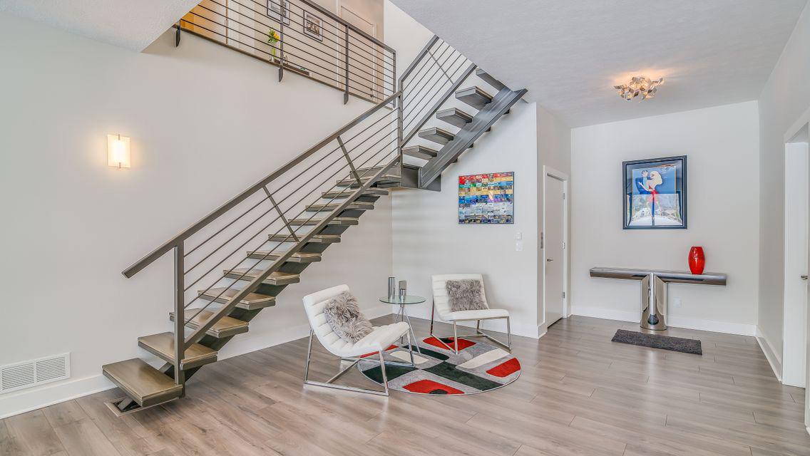 Basement Nook With Greige Laminate Flooring bl-000643