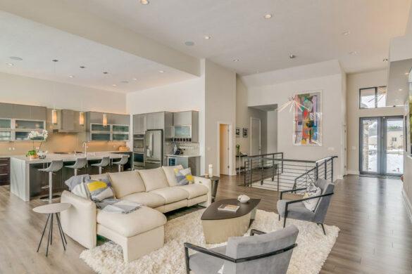 Modern Custom Home Greige Laminate Flooring bl-000657
