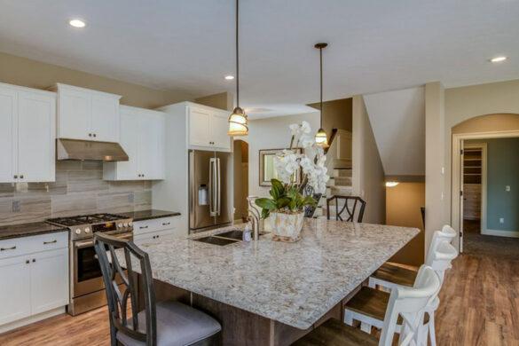Gorgeous Kitchen With Golden Brown Flooring bl-000666