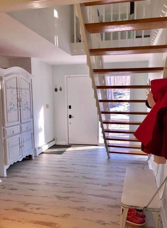 open Entryway With Shabby Chic Styled Flooring bl-000744