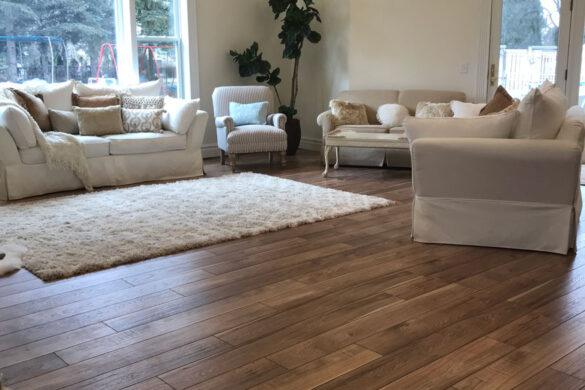 Neutral Living Room With Mannington Sawmill Hickory Gunstock Laminate Flooring bl-000764
