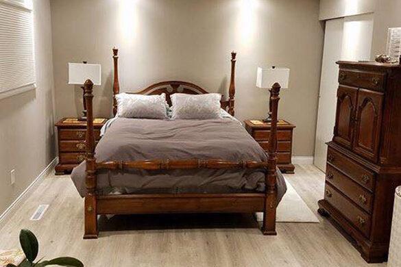Timeless Bedroom With Quick Step Enviquebedroom Gable Oak Laminate Flooring
