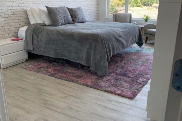 clean and simple bedroom quickstep naturetek envique urban concrete oak laminate flooring